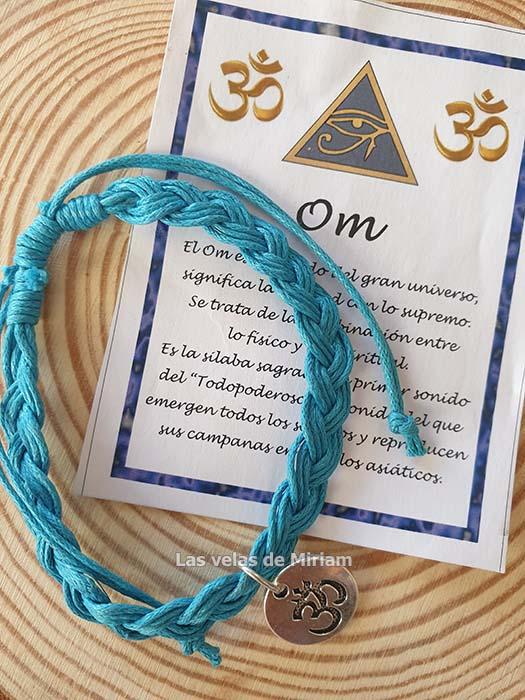 Pulsera hilo en color azul con símbolo OM